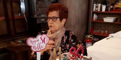 Nella , supertifosa rossonera , 80 anni festeggiati sempre al massimo