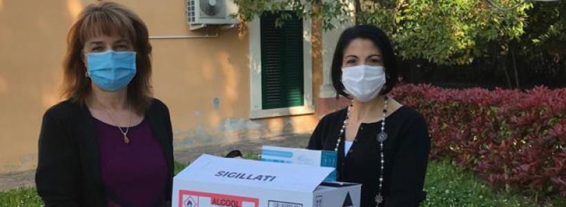 Il Milan Club Val Vibrata dona un piccolo aiuto alle case di riposo.